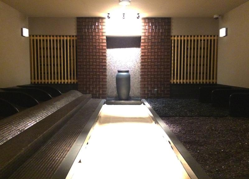 綱島温泉「綱島源泉湯けむりの庄」の岩盤浴「岩」の写真