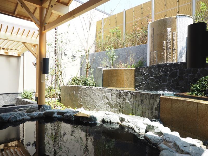 綱島温泉「綱島源泉湯けむりの庄」の露天風呂の写真