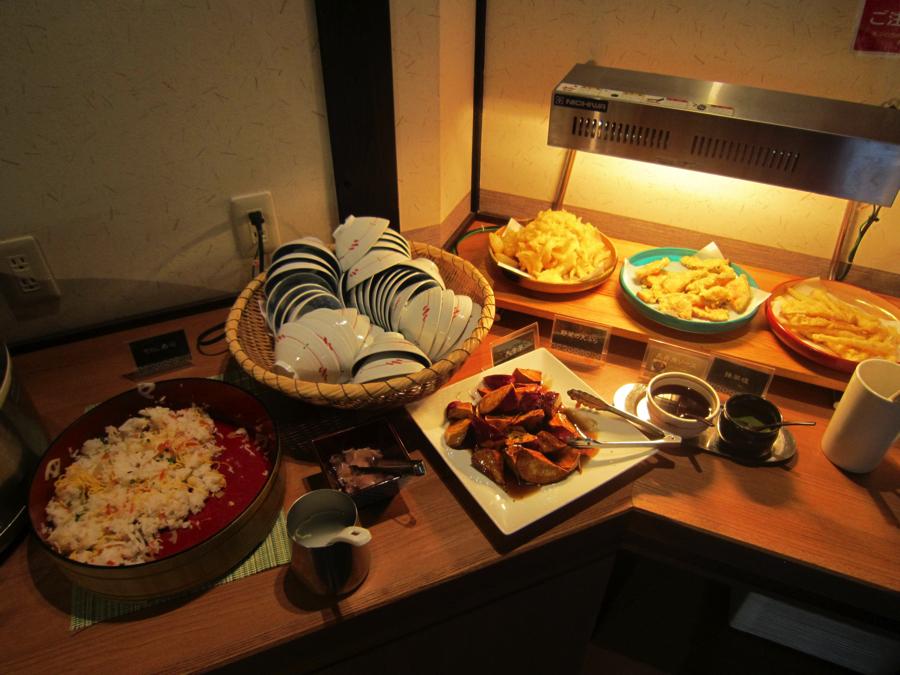 杉戸温泉「雅楽の湯」の海鮮ちらし寿司と天ぷらの写真