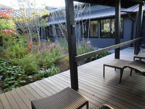 杉戸温泉「雅楽の湯」の岩盤浴専用テラスの写真