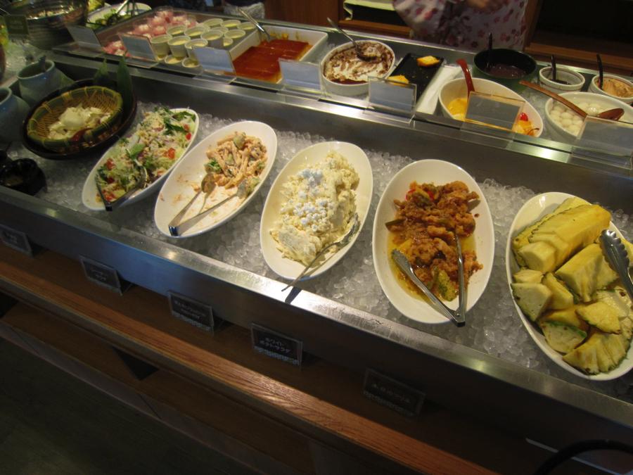 杉戸温泉「雅楽の湯」のサラダの付け合わせなどの写真