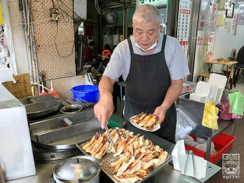 阿財鍋貼水餃專賣店の調理の写真
