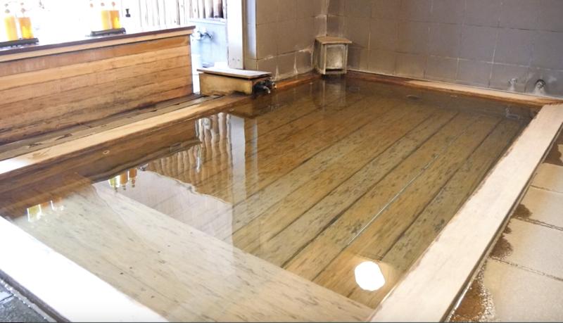 蔵王温泉ルーセントタカミヤのひのきの内風呂の写真