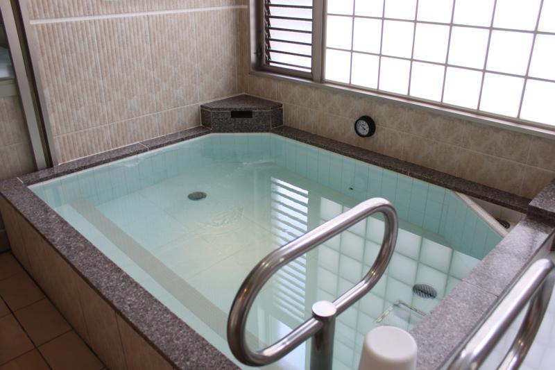 南青山 清水湯の男湯の高濃度炭酸泉の写真