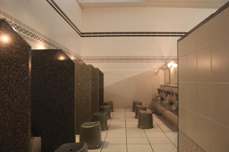 南青山 清水湯の洗い場の写真