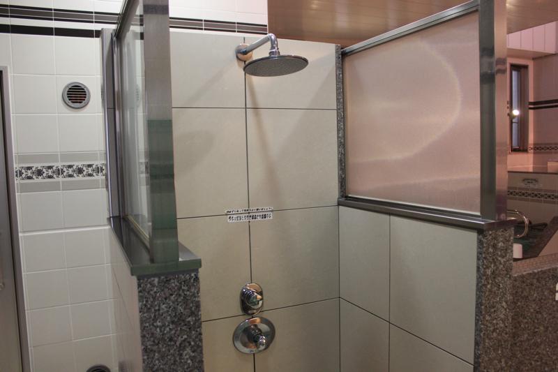 南青山 清水湯のレインシャワーの写真