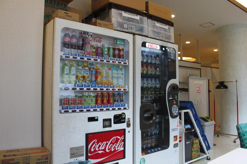 南青山 清水湯の自動販売機の写真
