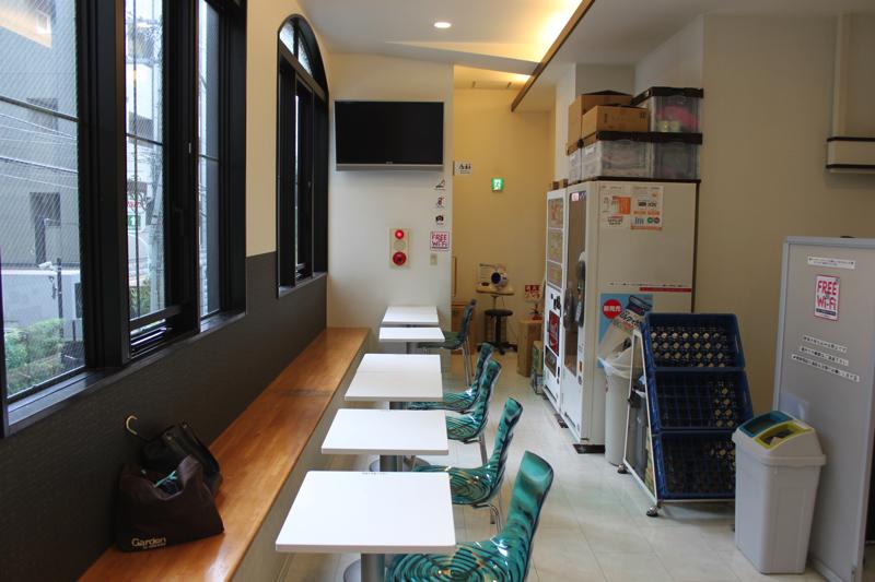 南青山 清水湯の脱衣所を出たスペースの写真