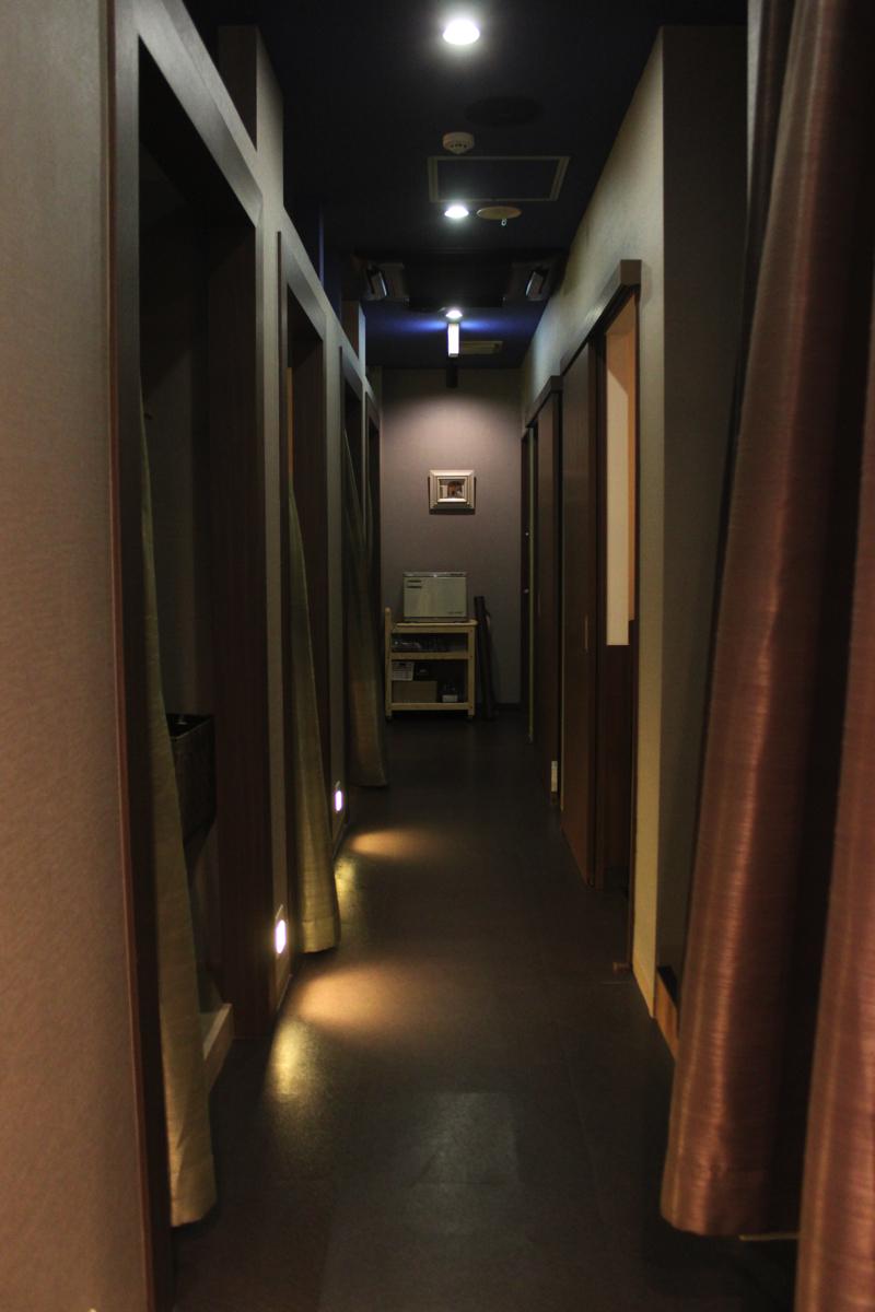 足湯カフェ「ほぐれすと」リラクゼーションルームの廊下の写真