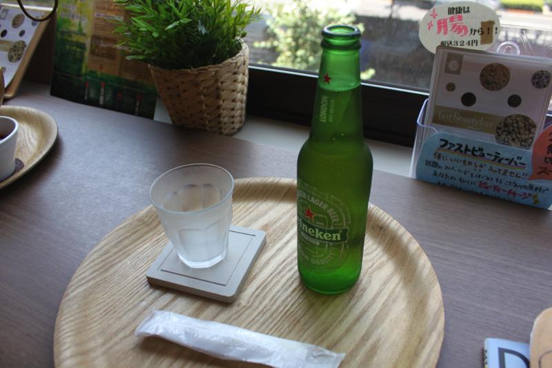 足湯カフェ「ほぐれすと」のハイネケンビールの写真