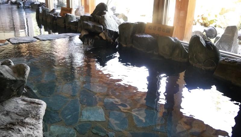 秋保温泉の岩沼屋の長い湯船の写真