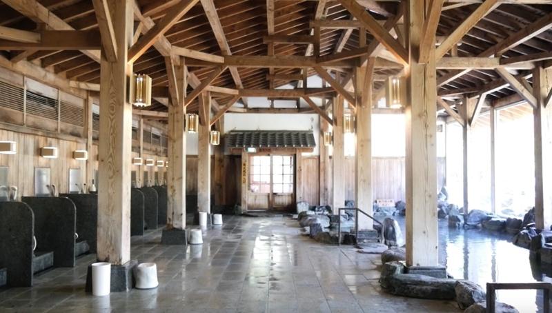 秋保温泉の岩沼屋の大浴場の一つ「神嘗の湯」の内風呂の写真