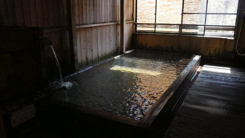 新高湯温泉の吾妻屋の総桧風呂の写真
