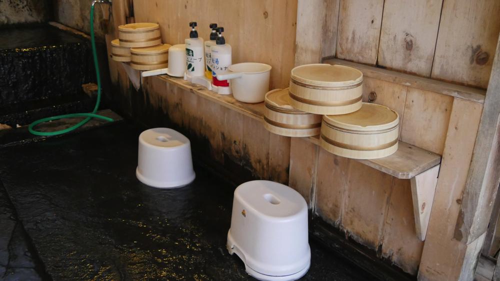 白布温泉の西屋の味のあるカランの写真