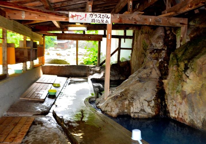 木賊温泉岩風呂の岩風呂の写真
