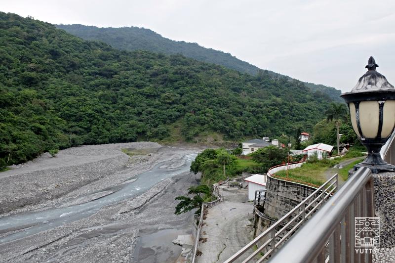 東台SPA温泉養生館の温泉から見える川の写真