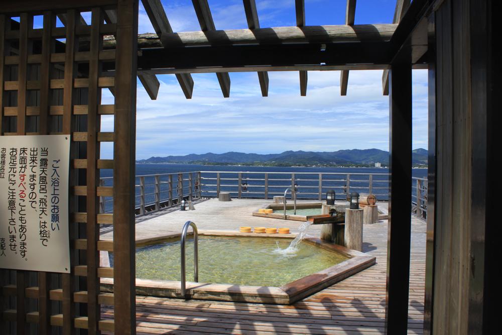 舘山寺サゴーロイヤルホテルの屋上の露天風呂「飛天」の脱衣所を出た所の写真