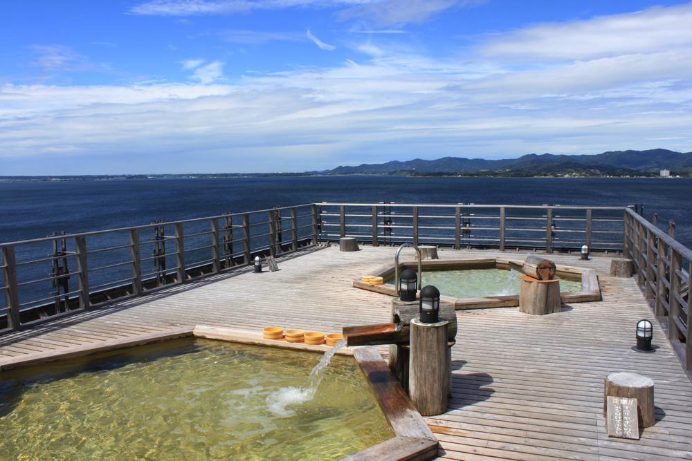 舘山寺サゴーロイヤルホテルの屋上の露天風呂「飛天」の写真