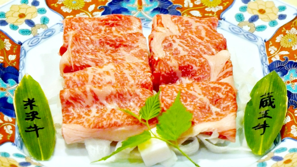 蔵王温泉の深山荘高見屋の料理(米沢牛と蔵王牛)の写真