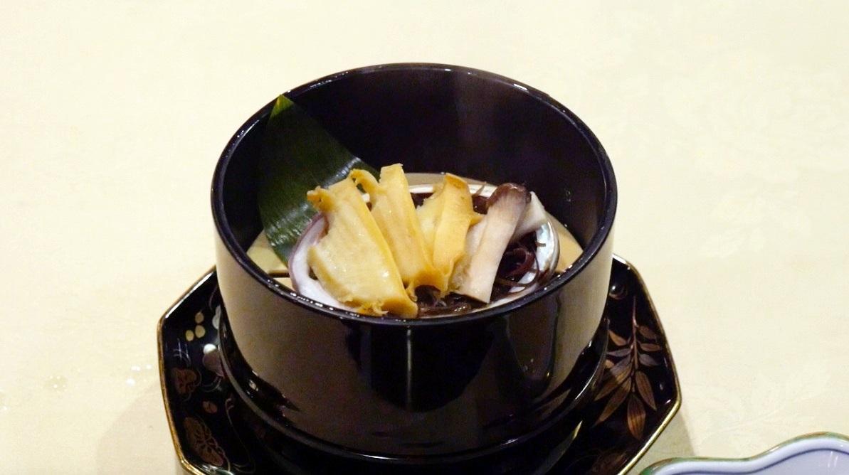 蔵王温泉の深山荘高見屋の料理(あわび)の写真