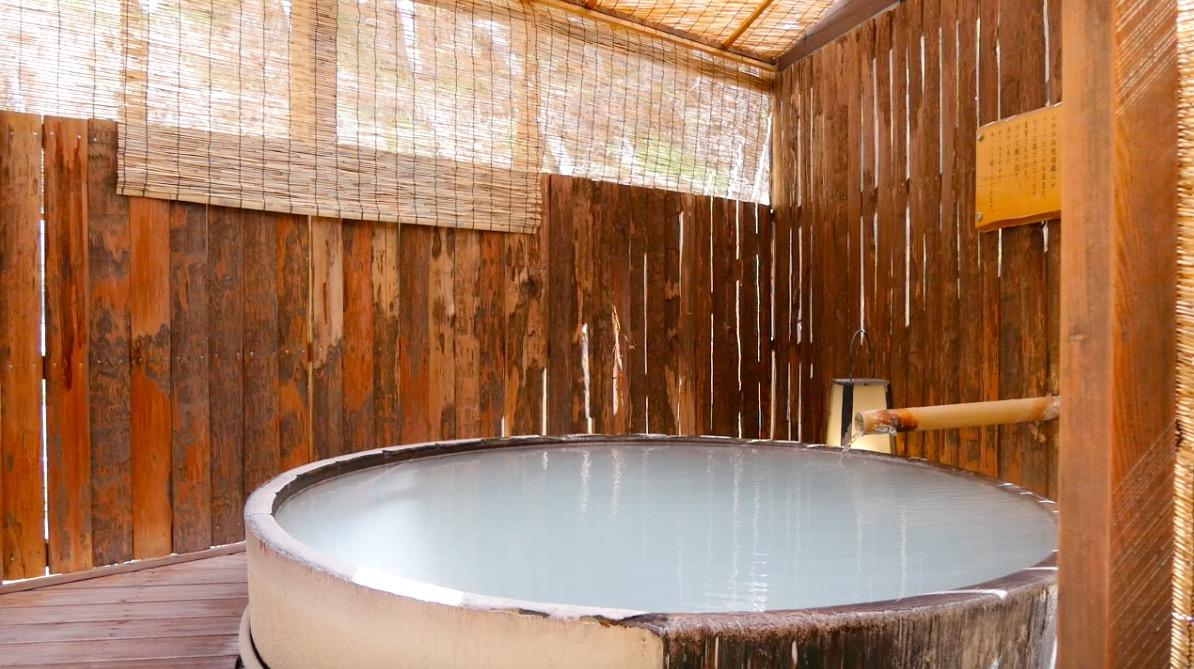 蔵王温泉の深山荘高見屋「長寿の湯」の温泉の写真