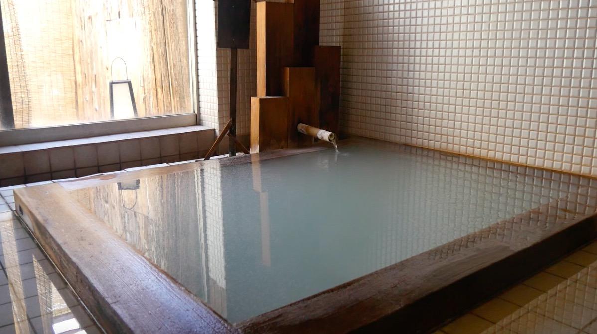 蔵王温泉の深山荘高見屋「長寿の湯」の貸切風泉の写真