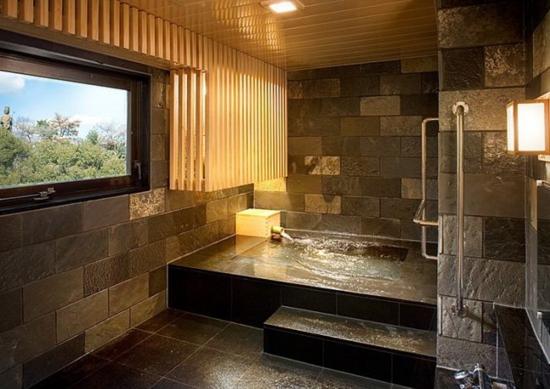舘山寺サゴーロイヤルホテルの個湯の間の写真