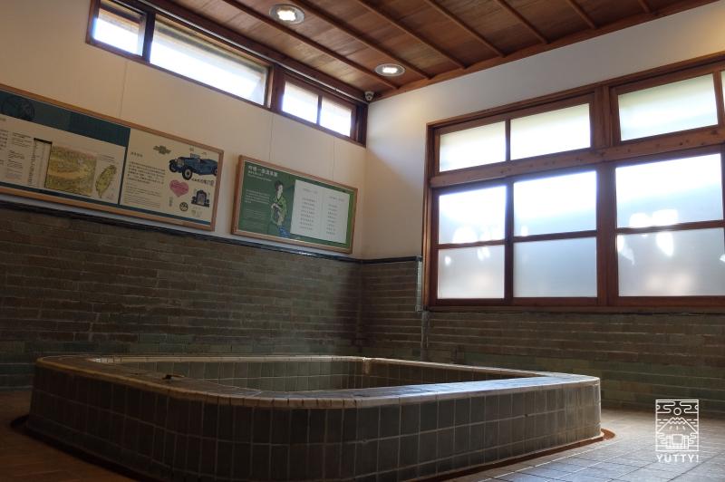 台湾北投温泉の北投文物館の大浴場の写真