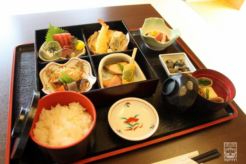 豊島園 庭の湯の「緑水亭」の会席料理の写真