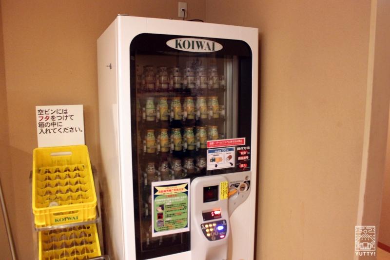 豊島園 庭の湯のビン牛乳の販売機の写真