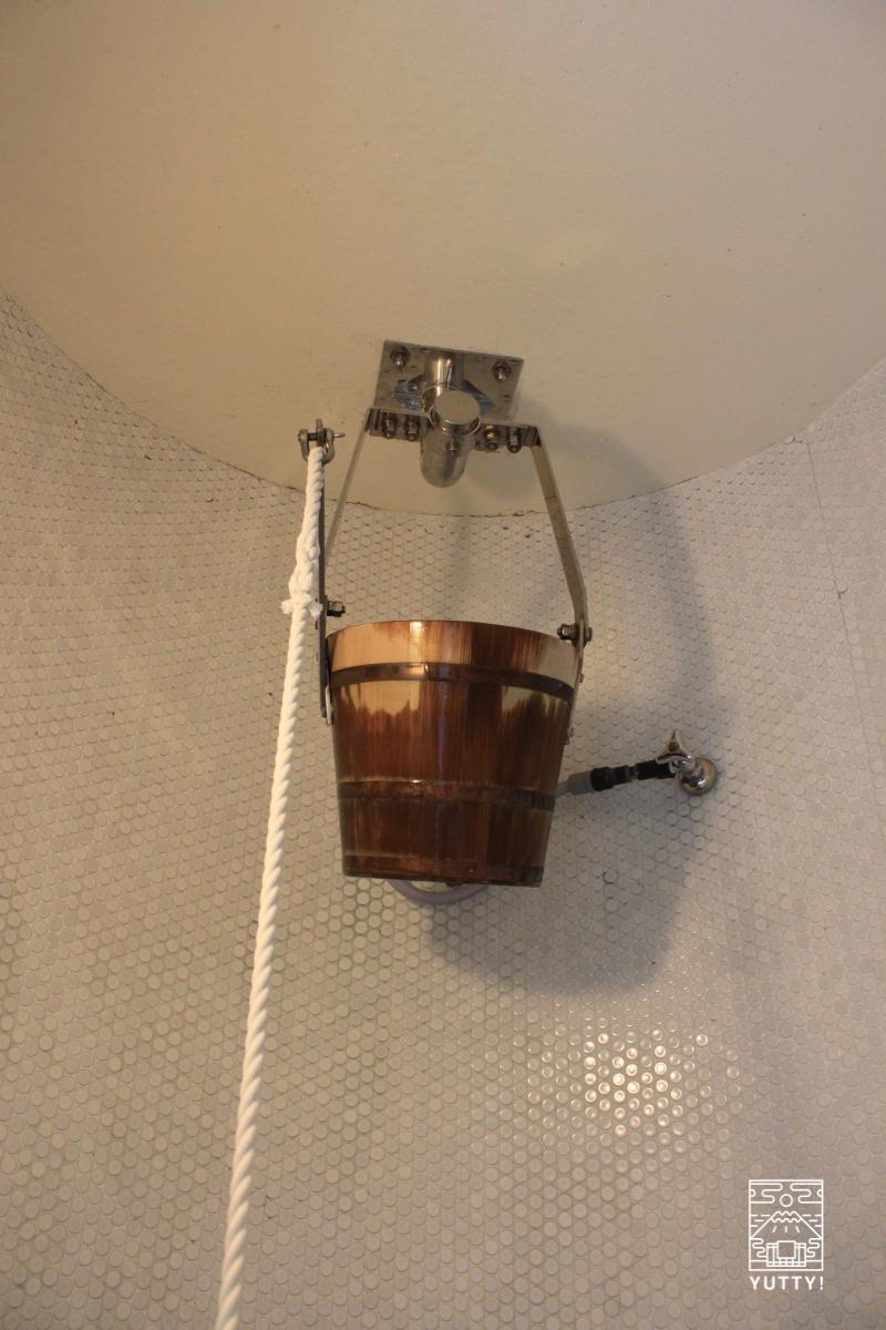 豊島園 庭の湯のオケシャワーの写真