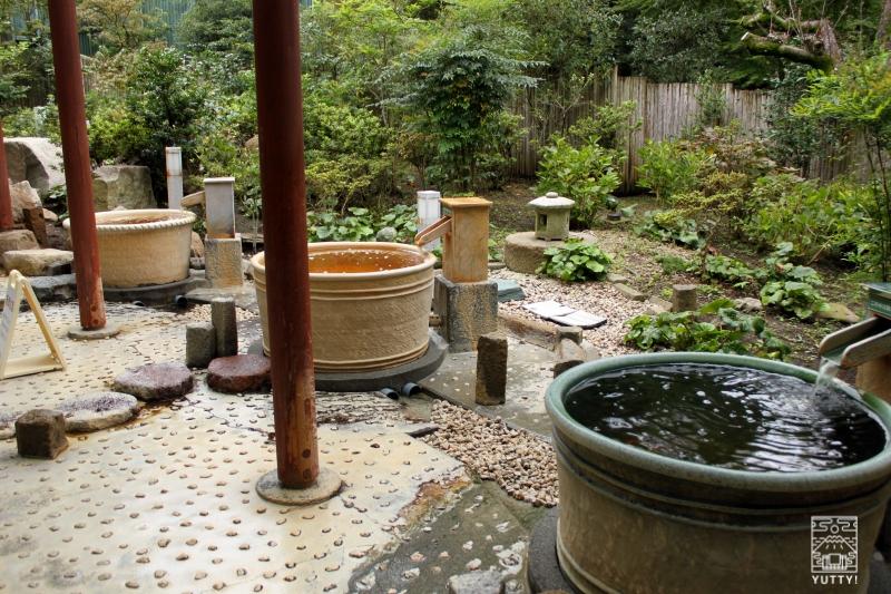 豊島園 庭の湯の露天風呂「つぼ湯」の写真
