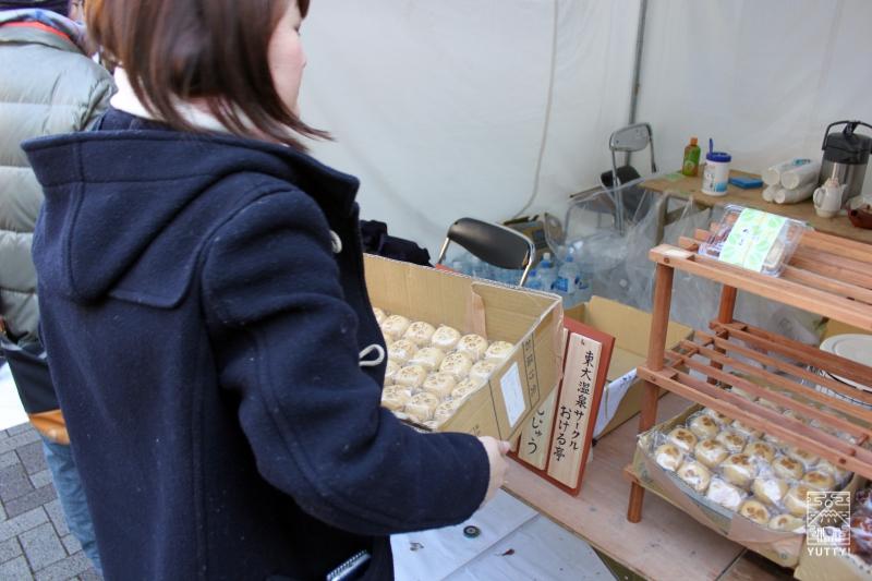 東大温泉サークルOKRの模擬店の搬入の写真