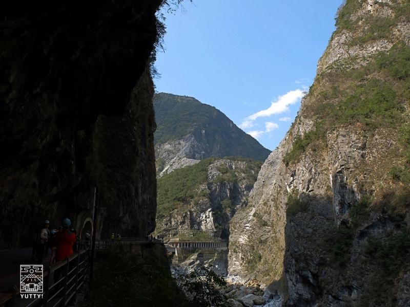 太魯閣渓谷の絶壁の写真