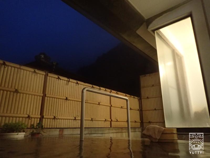 梅ヶ島温泉【湯の宿いちかわ】の夜の露天風呂の写真