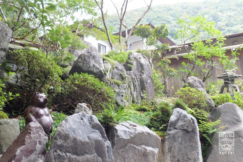 コンヤ温泉【大野木荘】の露天風呂の岩の写真