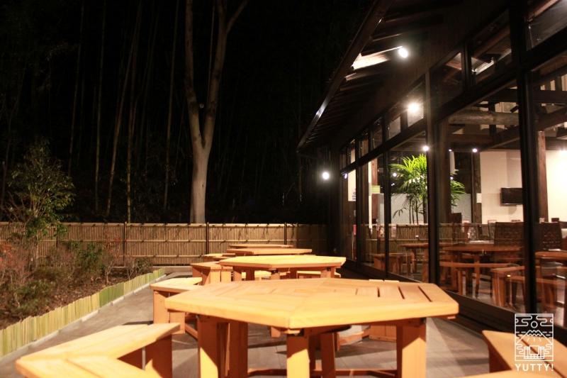 レストラン「旬菜亭」の野外テラス席の写真