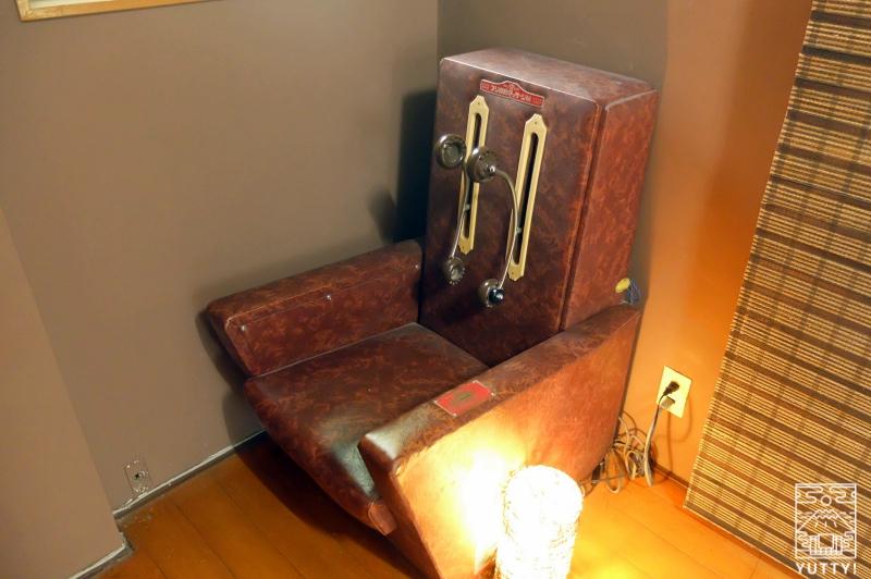 おもいでの宿 湯の島館 の年代物のマッサージ機の写真