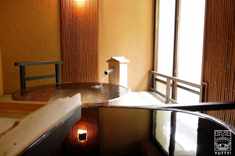 おもいでの宿 湯の島館 「風の湯」の桶風呂写真