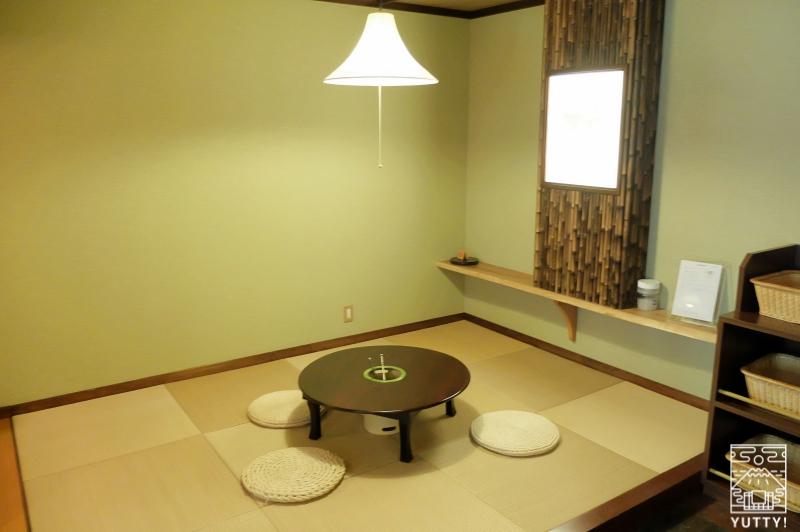 おもいでの宿 湯の島館 「林の湯」の休憩スペースの写真