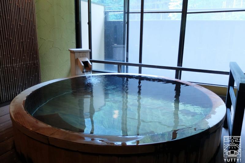 おもいでの宿 湯の島館 「林の湯」の湯船の写真