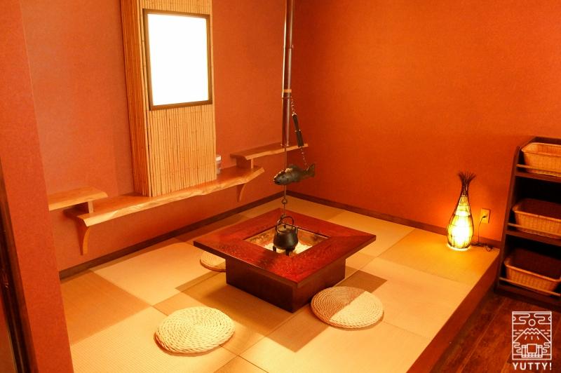 おもいでの宿 湯の島館 「火の湯」の休憩スペースの写真