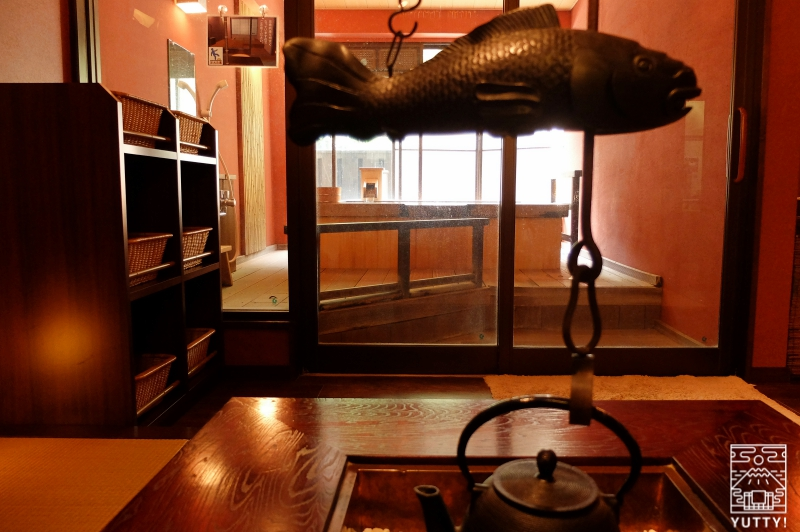 おもいでの宿 湯の島館 「火の湯」の囲炉裏の写真