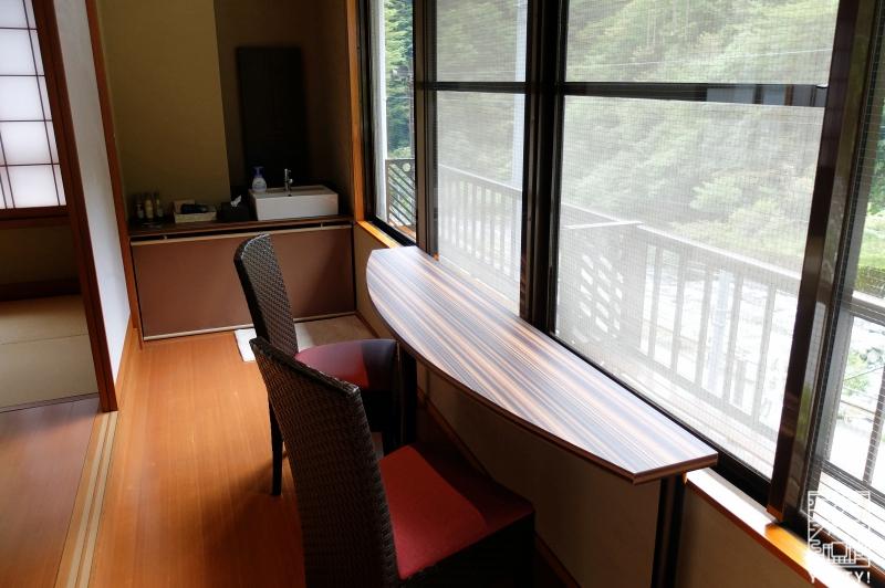 おもいでの宿 湯の島館 の客室「和ーなごみー」の広縁の写真