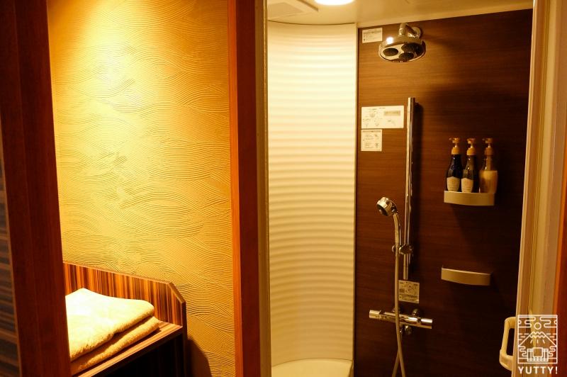 おもいでの宿 湯の島館 の客室「和ーなごみー」のシャワールームの写真