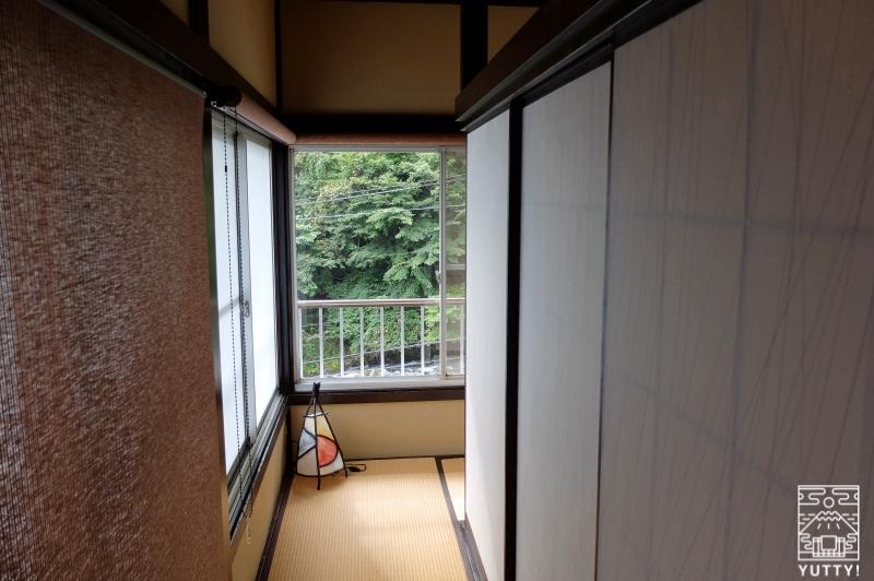 おもいでの宿 湯の島館 の客室「葵」に入ったところの写真