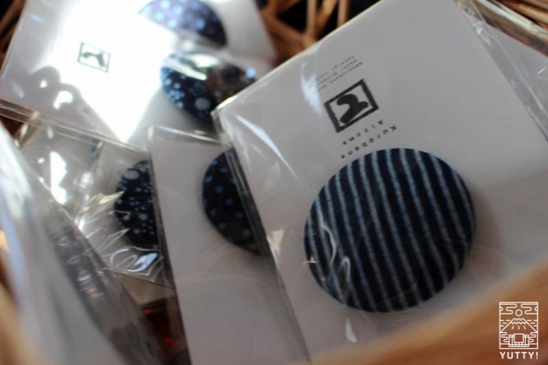 さまざな黒羽藍染バッチの写真