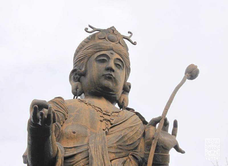 舘山寺聖観音菩薩像の顔をアップした写真