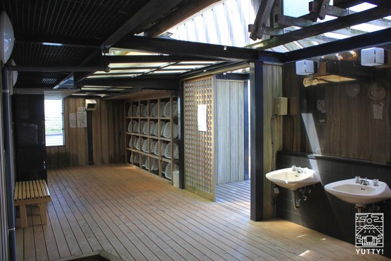 舘山寺サゴーロイヤルホテルの屋上の露天風呂「飛天」の脱衣所の写真