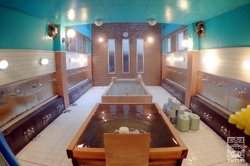 上野浅草 日の出湯の浴場の写真